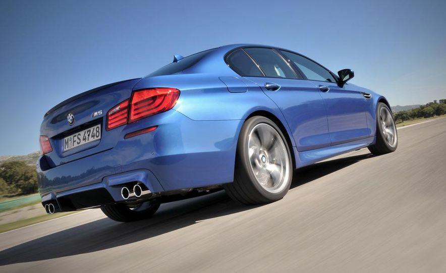 2012 BMW M5 - Slide 24