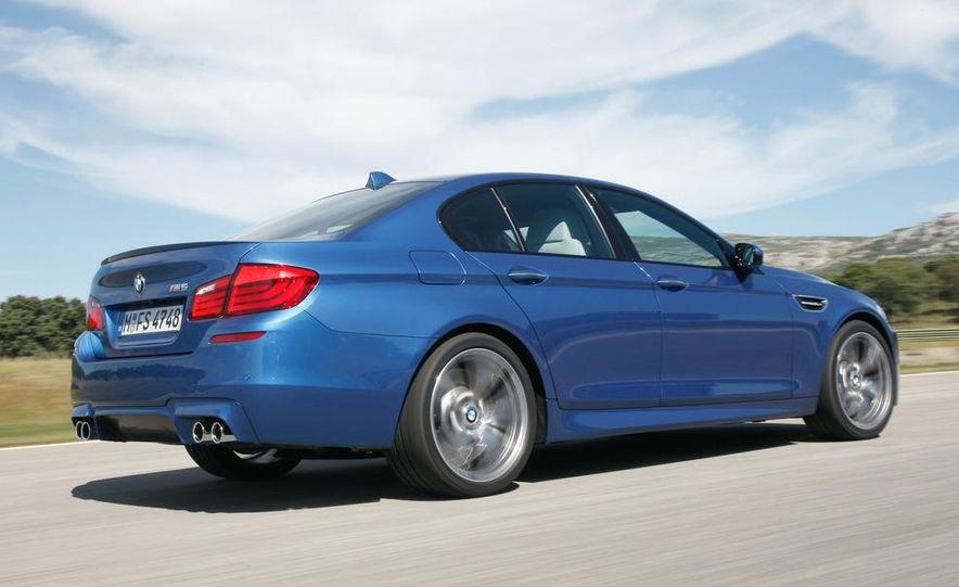 2012 BMW M5 - Slide 32