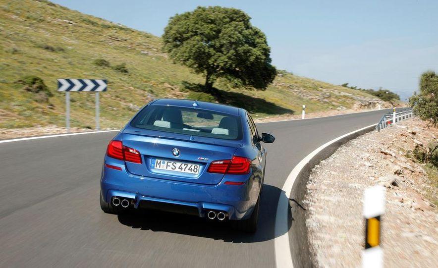 2012 BMW M5 - Slide 40