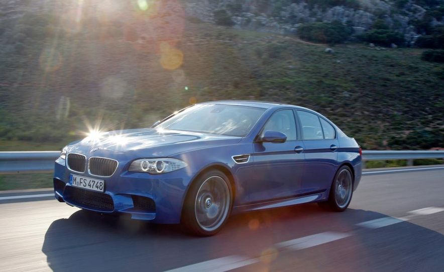 2012 BMW M5 - Slide 18