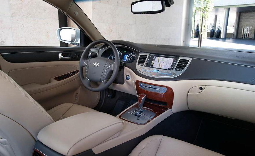 2012 Hyundai Genesis 3.8 - Slide 5