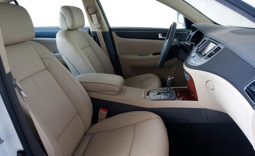 2012 Hyundai Genesis 3.8 - Slide 6