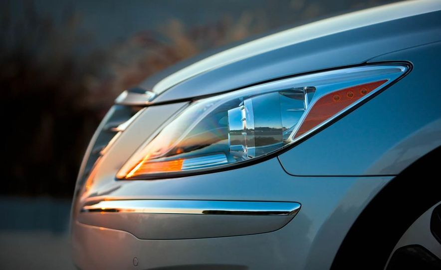 2012 Hyundai Genesis 3.8 - Slide 31