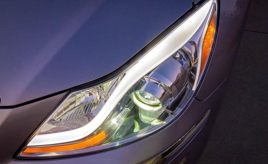 2012 Hyundai Genesis 3.8 - Slide 32