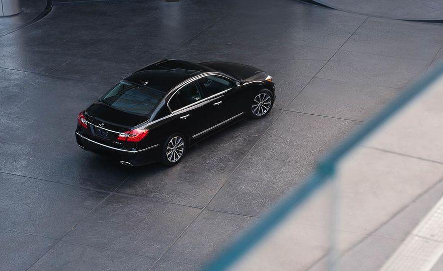 2012 Hyundai Genesis 3.8 - Slide 18