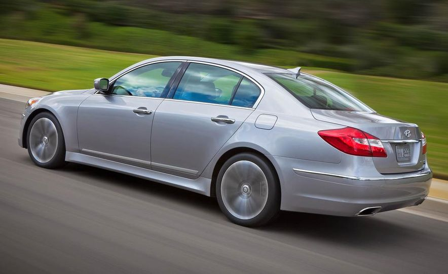 2012 Hyundai Genesis 3.8 - Slide 12
