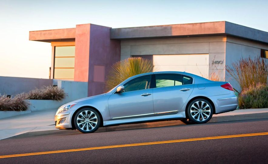 2012 Hyundai Genesis 3.8 - Slide 28