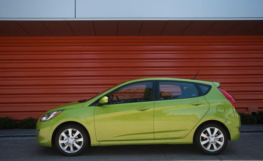 2012 Hyundai Accent hatchback and sedan - Slide 14