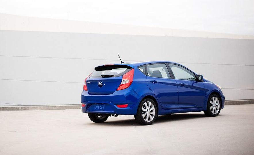 2012 Hyundai Accent hatchback and sedan - Slide 15