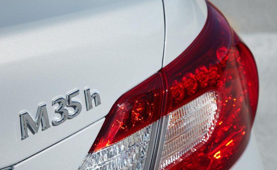 2012 Infiniti M35h hybrid - Slide 6