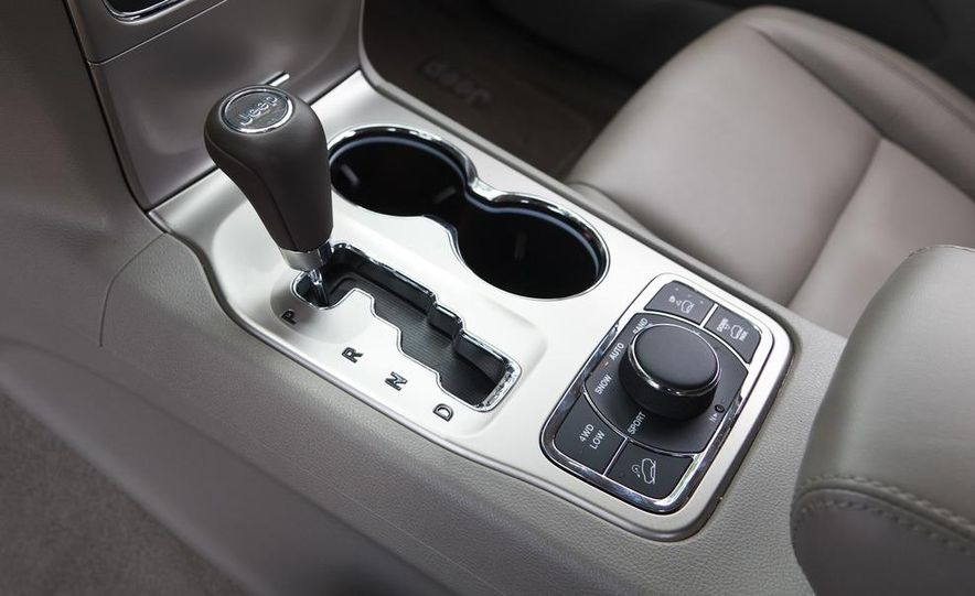 2011 Jeep Grand Cherokee V6 Laredo 4X4 - Slide 74