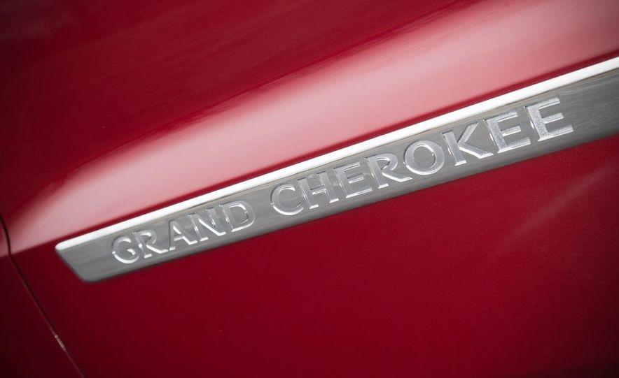 2011 Jeep Grand Cherokee V6 Laredo 4X4 - Slide 32
