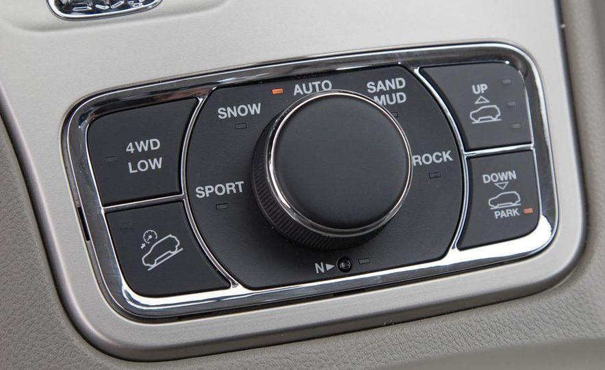 2011 Jeep Grand Cherokee V6 Laredo 4X4 - Slide 50