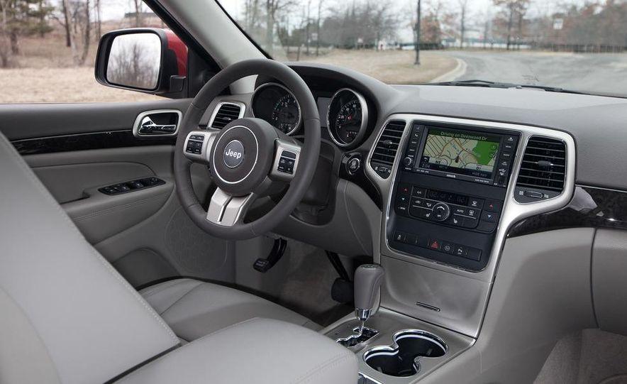 2011 Jeep Grand Cherokee V6 Laredo 4X4 - Slide 45