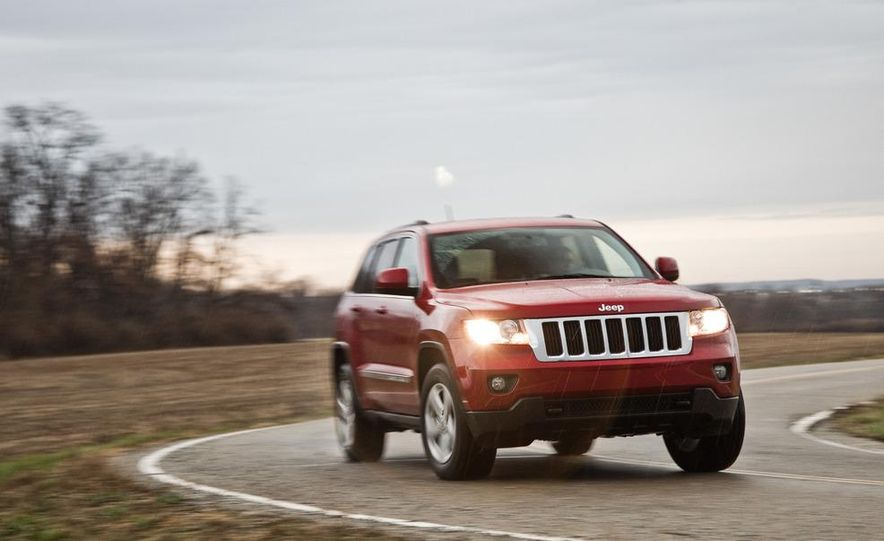 2011 Jeep Grand Cherokee V6 Laredo 4X4 - Slide 3