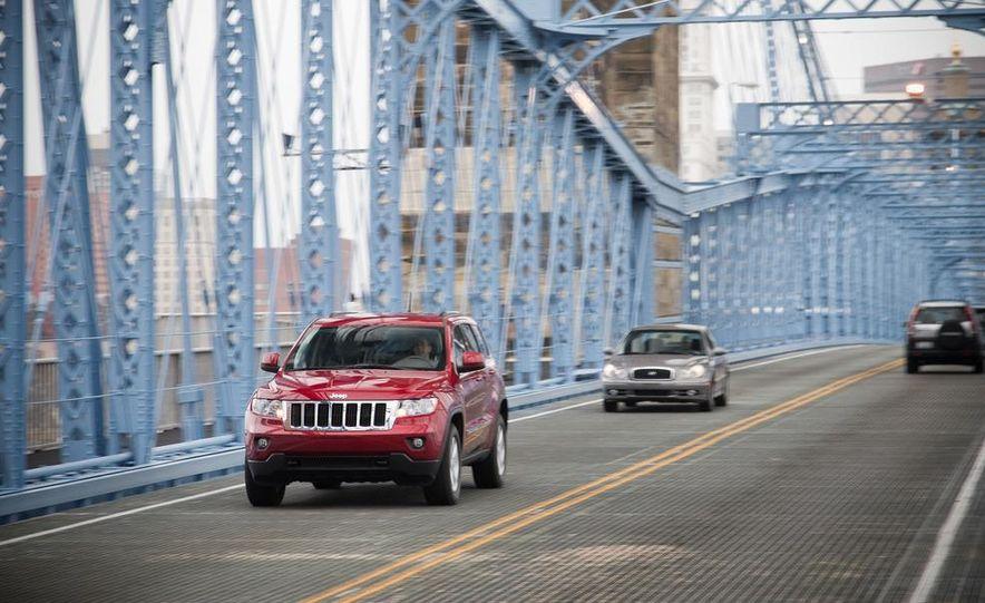 2011 Jeep Grand Cherokee V6 Laredo 4X4 - Slide 6