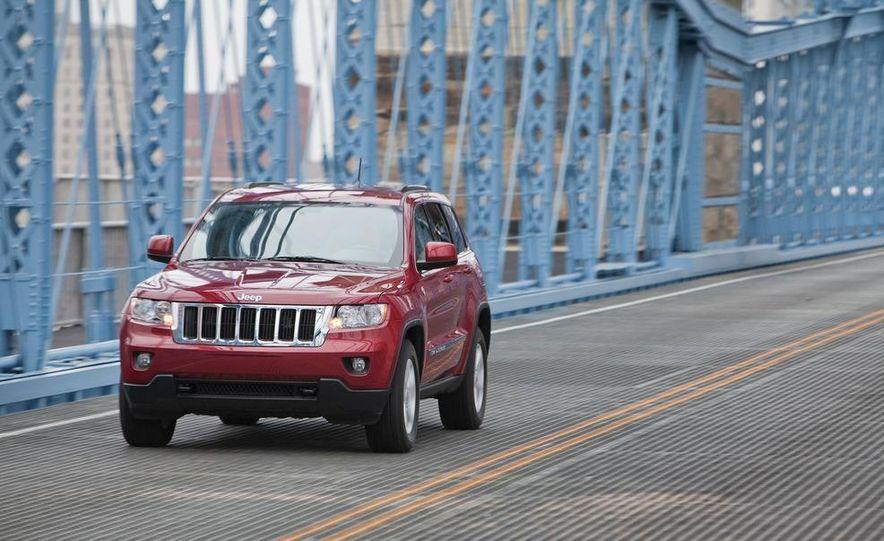 2011 Jeep Grand Cherokee V6 Laredo 4X4 - Slide 7