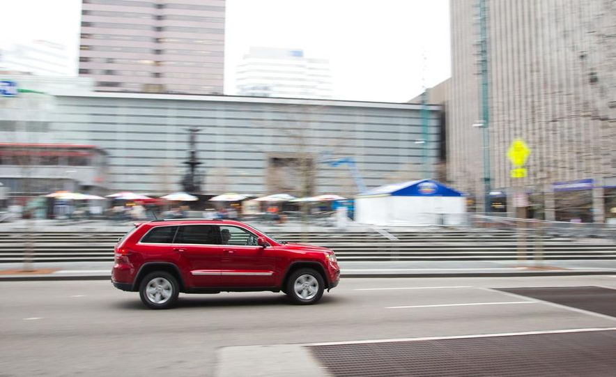 2011 Jeep Grand Cherokee V6 Laredo 4X4 - Slide 10