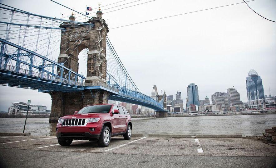2011 Jeep Grand Cherokee V6 Laredo 4X4 - Slide 12