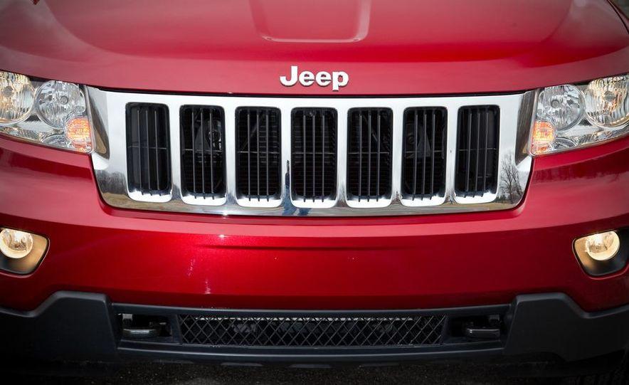 2011 Jeep Grand Cherokee V6 Laredo 4X4 - Slide 29
