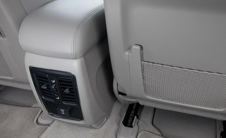2011 Jeep Grand Cherokee V6 Laredo 4X4 - Slide 51
