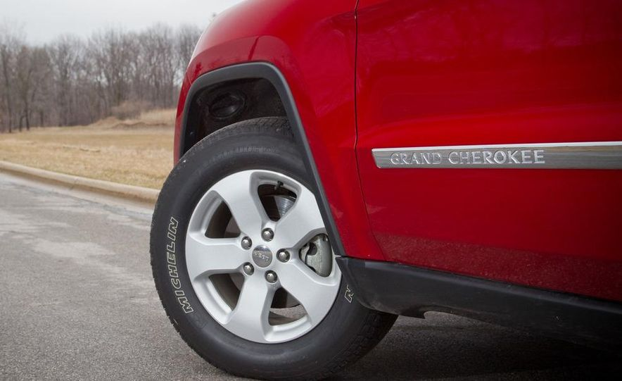 2011 Jeep Grand Cherokee V6 Laredo 4X4 - Slide 30