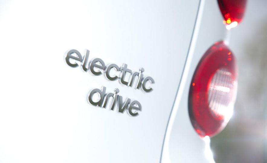 2011 Smart Fortwo Electric Drive - Slide 19