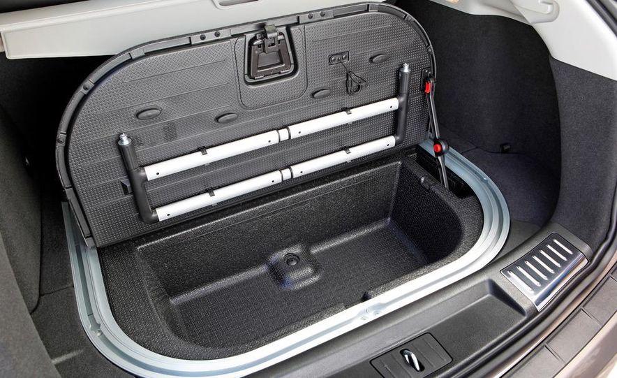 2012 Cadillac SRX - Slide 15