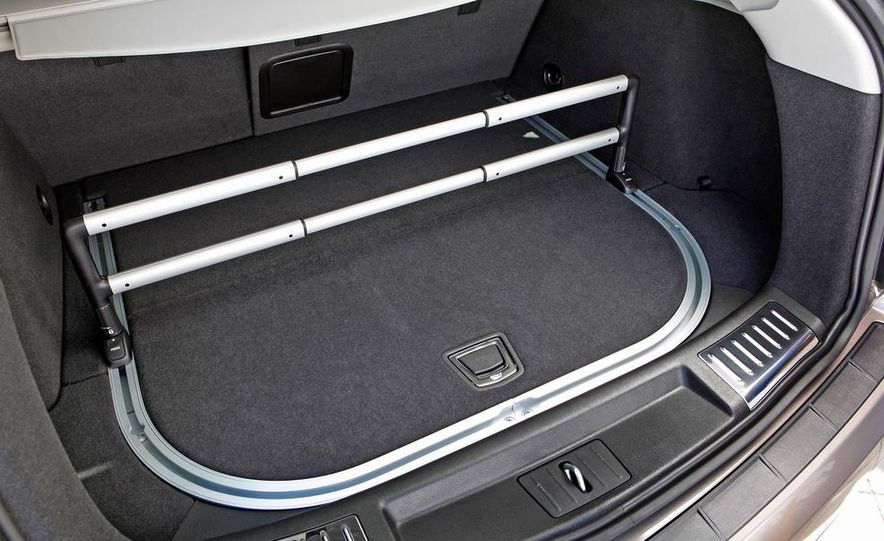 2012 Cadillac SRX - Slide 16