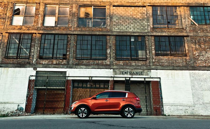 2011 Kia Sportage SX AWD - Slide 18