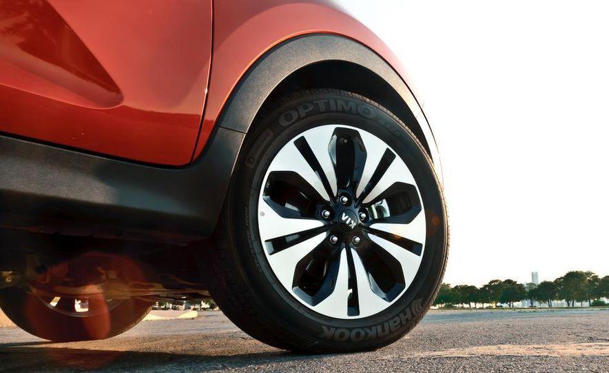 2011 Kia Sportage SX AWD - Slide 24