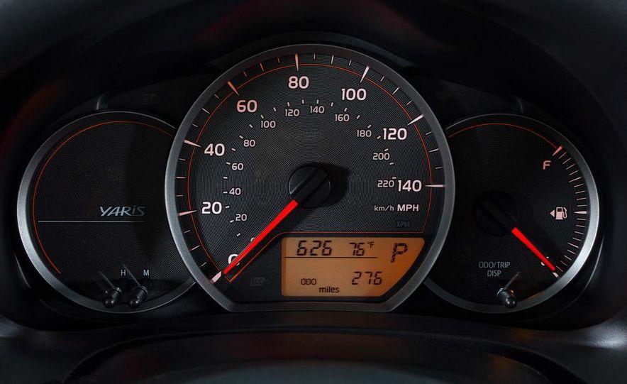 2012 Toyota Yaris LE 3-door - Slide 12