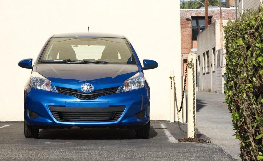 2012 Toyota Yaris LE 3-door - Slide 6