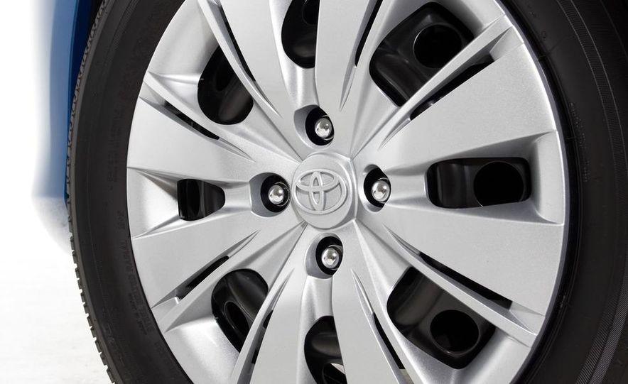 2012 Toyota Yaris LE 3-door - Slide 8