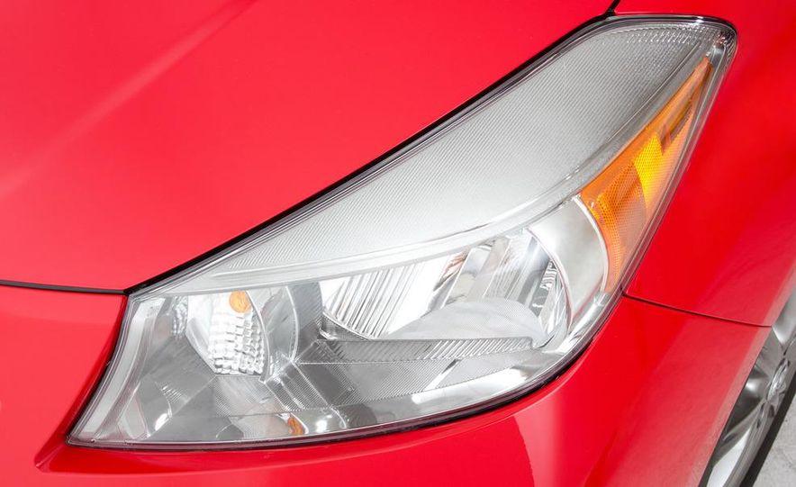 2012 Toyota Yaris LE 3-door - Slide 29
