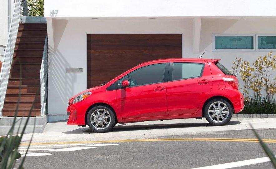 2012 Toyota Yaris LE 3-door - Slide 19