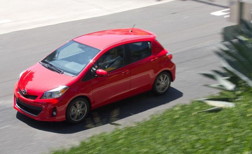 2012 Toyota Yaris LE 3-door - Slide 26