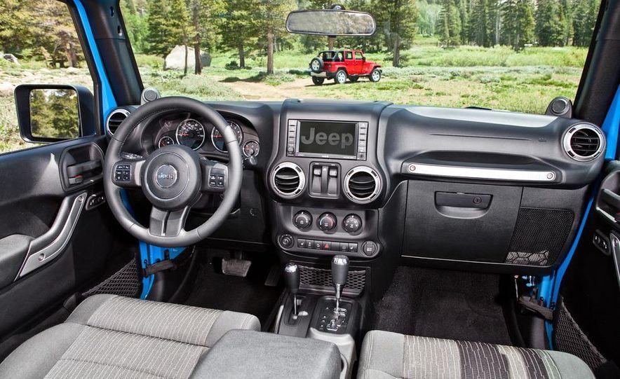 2012 Jeep Wrangler Rubicon - Slide 34