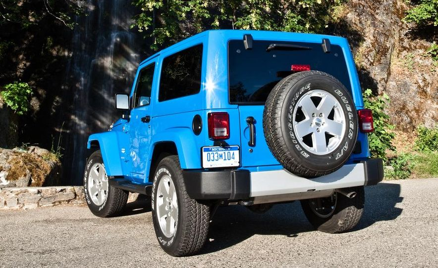 2012 Jeep Wrangler Rubicon - Slide 25