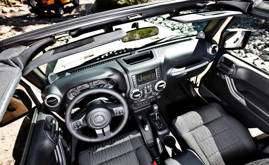 2012 Jeep Wrangler Rubicon - Slide 40