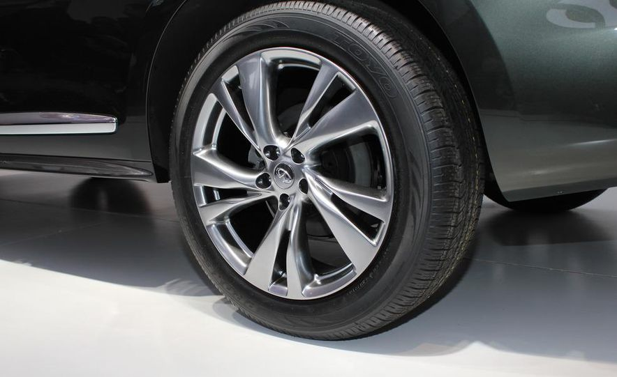 2013 Infiniti JX crossover concept - Slide 16