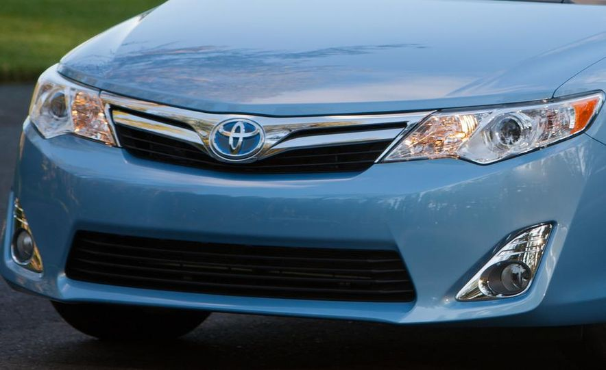 2012 Toyota Camry SE, Hybrid, LE, and XLE - Slide 16