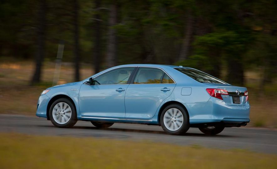 2012 Toyota Camry SE, Hybrid, LE, and XLE - Slide 15