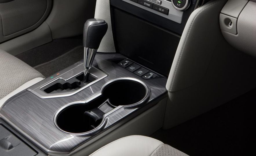 2012 Toyota Camry SE, Hybrid, LE, and XLE - Slide 18