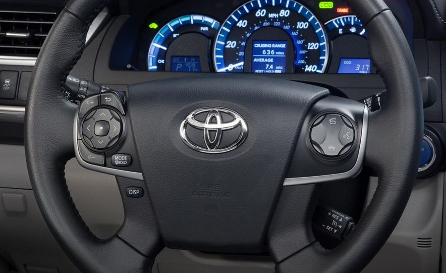 2012 Toyota Camry SE, Hybrid, LE, and XLE - Slide 19