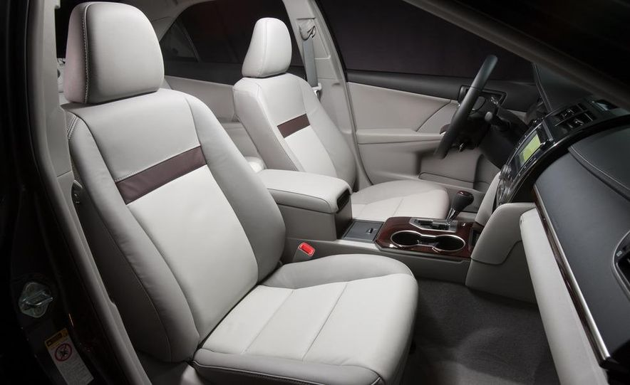 2012 Toyota Camry SE, Hybrid, LE, and XLE - Slide 26