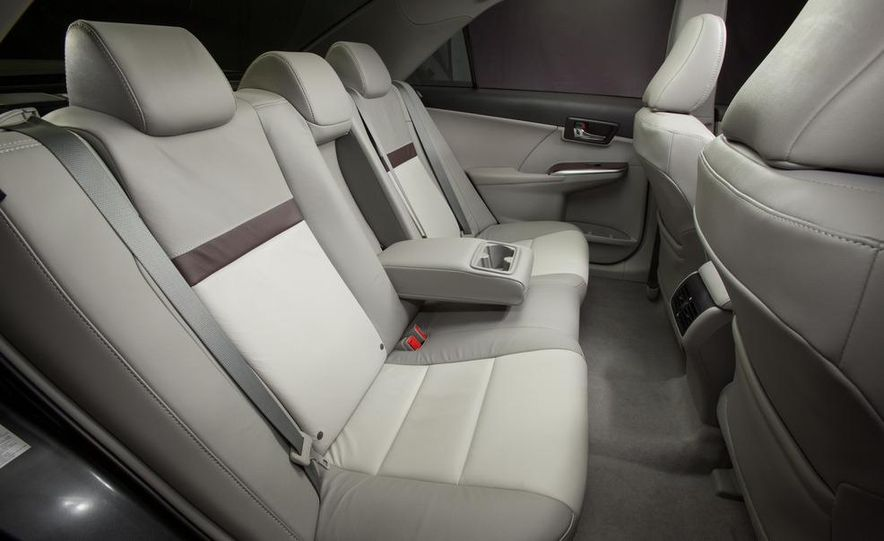 2012 Toyota Camry SE, Hybrid, LE, and XLE - Slide 27