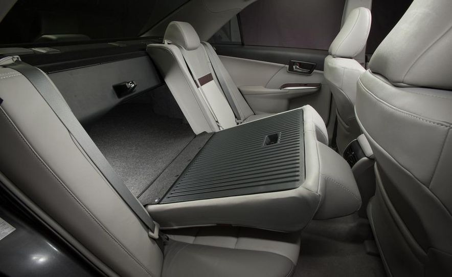 2012 Toyota Camry SE, Hybrid, LE, and XLE - Slide 29