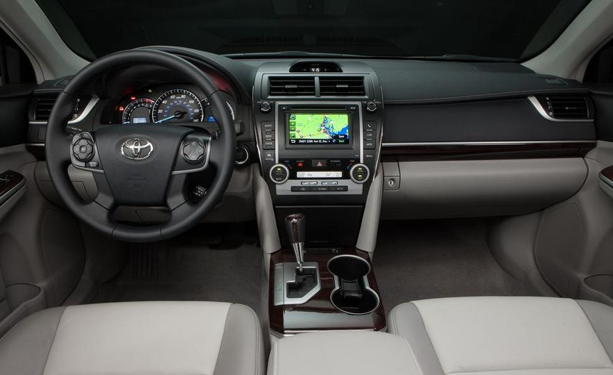 2012 Toyota Camry SE, Hybrid, LE, and XLE - Slide 31