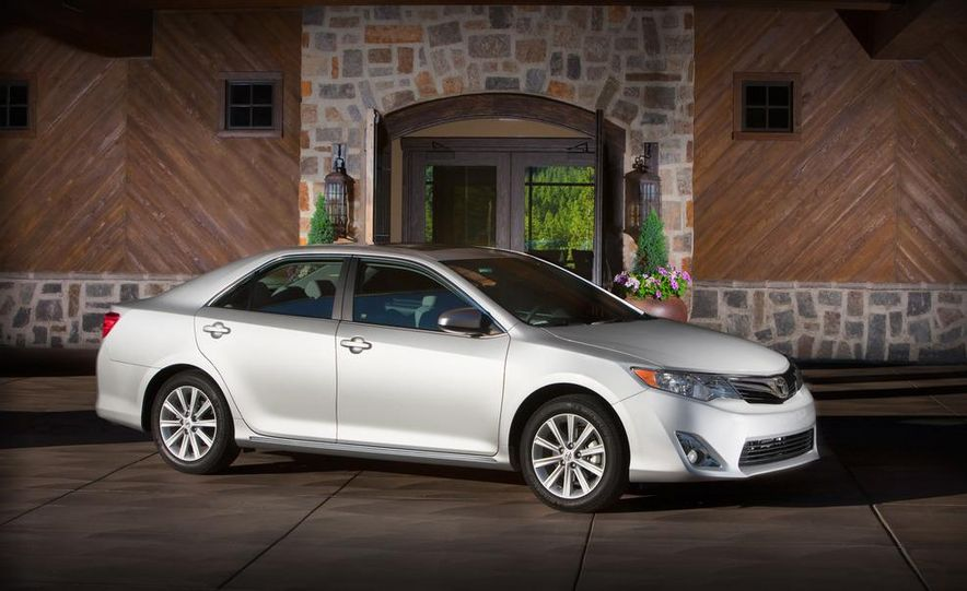 2012 Toyota Camry SE, Hybrid, LE, and XLE - Slide 22